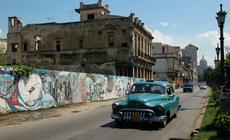 Stare samochody na ulicach Hawany