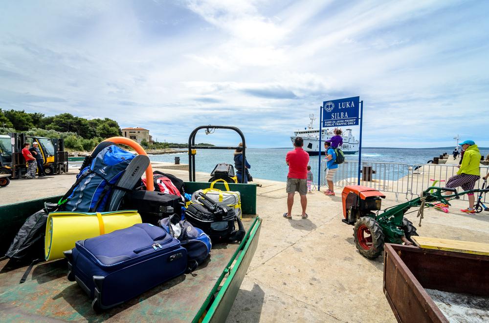 Oczekiwanie na prom na wyspie Silba